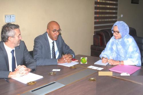 Madame la Ministre s'entretient avec le Directeur de l'Agence Française de Développement en Mauritanie