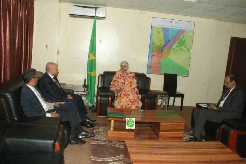 Ami la ministre du commerce re oit le directeur g n ral for Banque algerienne du commerce exterieur